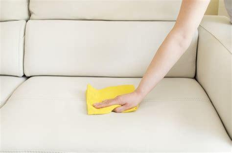 how to clean a couch by hand como limpar um sof 225 limpe voc 234 mesmo seu sof 225 com nossas