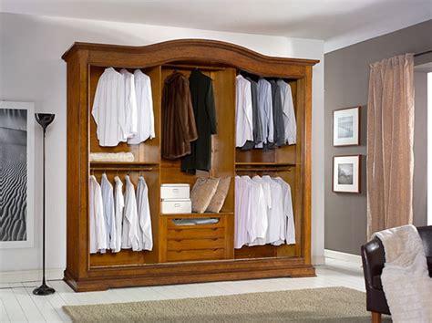 legno per armadi armadio in legno a tre ante scorrevoli con cassettiera