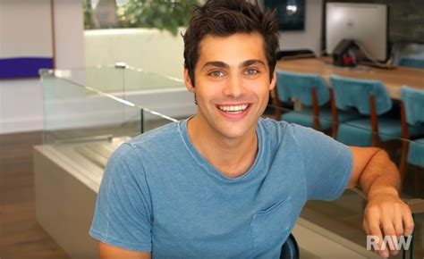 matthew daddario y su hermana matthew daddario is shocked by raw s super sleuth