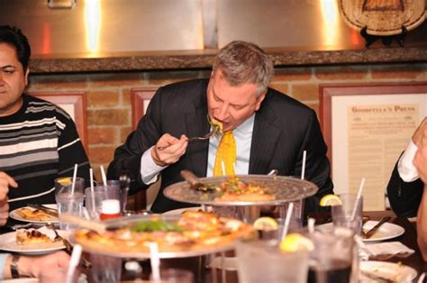 warren house of pizza forkgate bill de blasio uses cutlery to eat pizza ny
