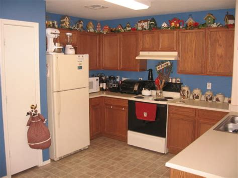 decorating kitchen cabinets decorating ideas for the top of kitchen cabinets pictures afreakatheart