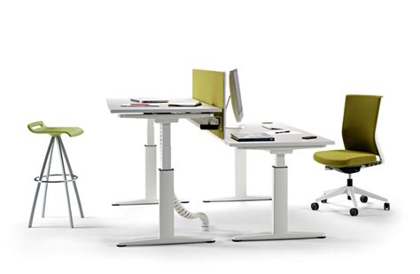 height adjusting desk the architect s desk mobility by actiu is height adjustable