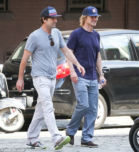 owen wilson and wife owen wilson bonds with brother luke amid father s