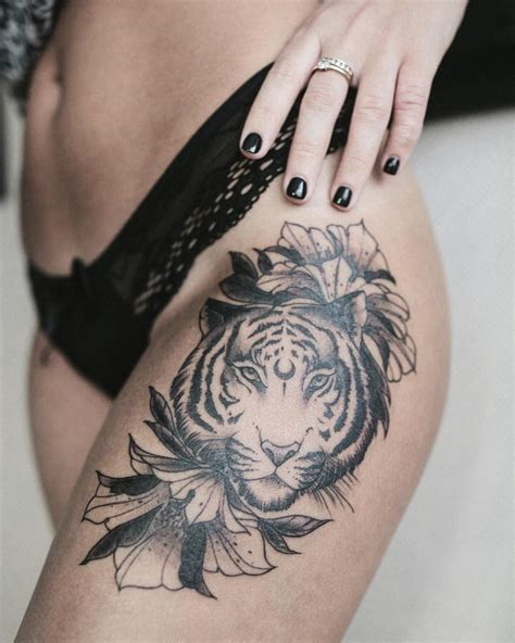 beautiful tiger thigh by dashatattooing