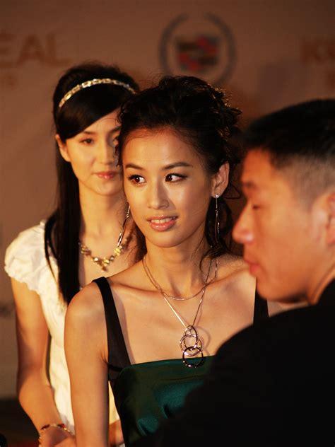 Dress Mei Li Hua file huang shengyi jpg wikimedia commons