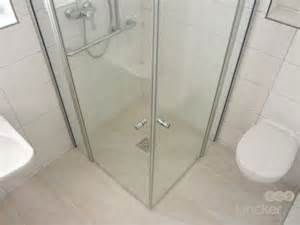 ebenerdige duschen runde dusche glasbausteine artownit for