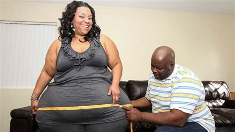picture of the woman with the largest virgina woman has the biggest hips in the world youtube