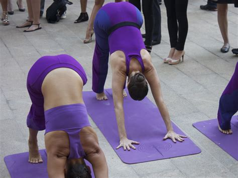 lululemon s see through recalled yoga pants business insider