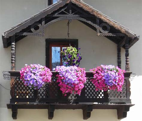 Balcony Window Box by 7 Tips For Beautiful House Exterior And Yard Decorating