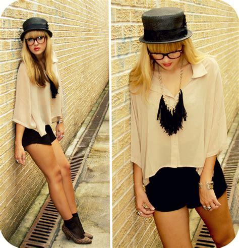 31057 Beige Black Pink Necklace Cut Top bryn newman fox style deena ozzy top hat jaloux unstructured beige blouse bcbg