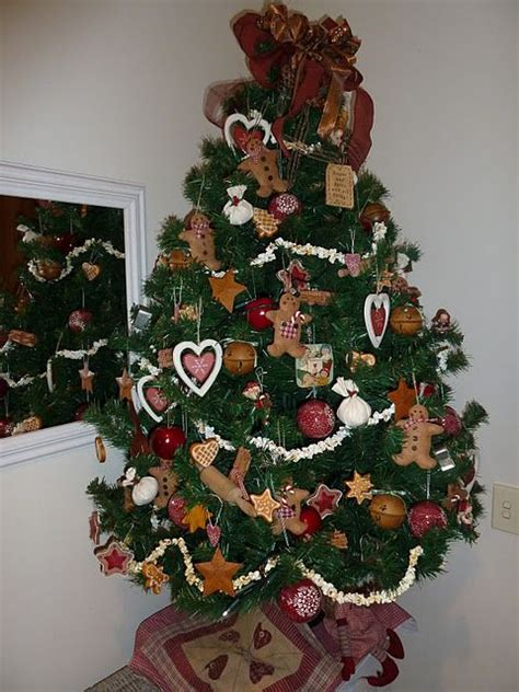 gingerbreadmen themed christmas tree tis the season