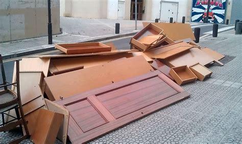 lipasam recogida muebles los sevillanos apenas recurren a la recogida municipal de