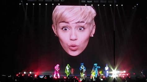 miley cyrus imagenes youtube apexwallpapers com miley cyrus bangerz tour opening song youtube