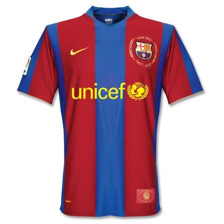 Jaket Barca Logo Di Dada Qatar barcelona duakan unicef nothing special