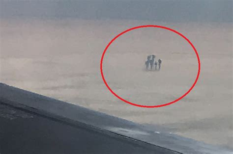 imagenes raras de nubes pasajero de avi 243 n fotograf 237 a extra 241 as figuras sobre las