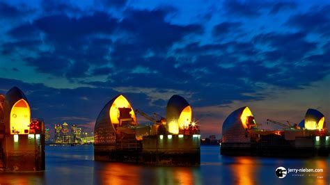 thames barrier at night photographer videographer jerry nielsen london at night