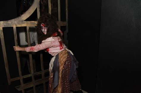 screams haunted house designer weaves tale of real life chicago killer into rosemont haunted house