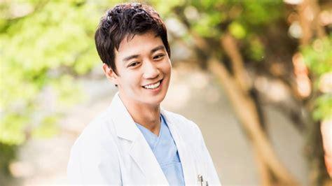 film korea romantis yang pemainnya ganteng 10 dokter ganteng di drama korea yang bikin pengin berobat