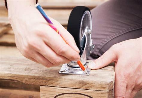 creare un divano creare un divano in pallet con il riciclo creativo ispirando