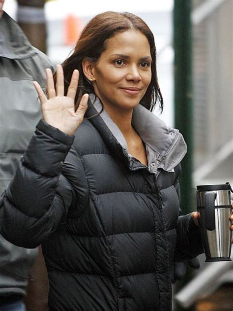 how does halle berry straighten her hair halle berry haircuts short long hair pixie curly