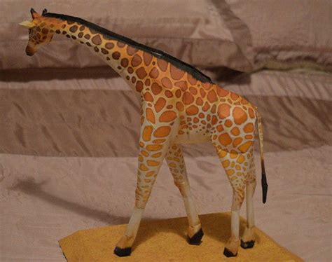 Papercraft Giraffe - animal paper model reticulated giraffe free template