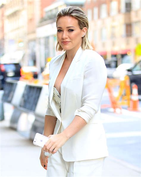 Hilary Duff Wardrobe by Hilary Duff Slip While Arriving At Today Show Ny 11