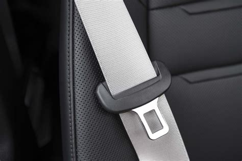 how to use seat belt survey passengers in hired vehicles often don t use seat