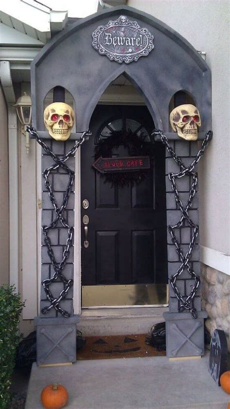 19 hauntingly awesome door decorating ideas