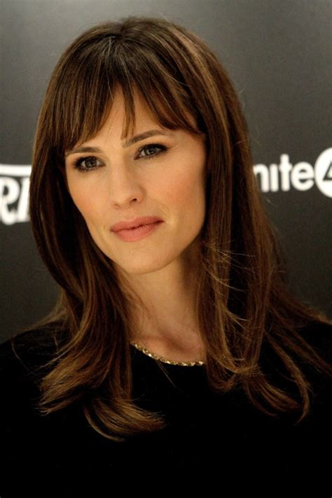 jennifer garner hair how to 15 jennifer garner hairstyles with bangs tips from her own