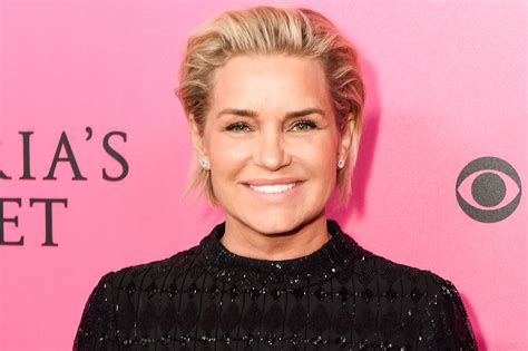 yolanda foster bracelet she always wears yolanda hadid shows off booty in sunrise selfie people com