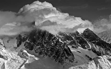 black and white mountain wallpaper 50 hd and qhd beautiful black and white wallpapers aivanet