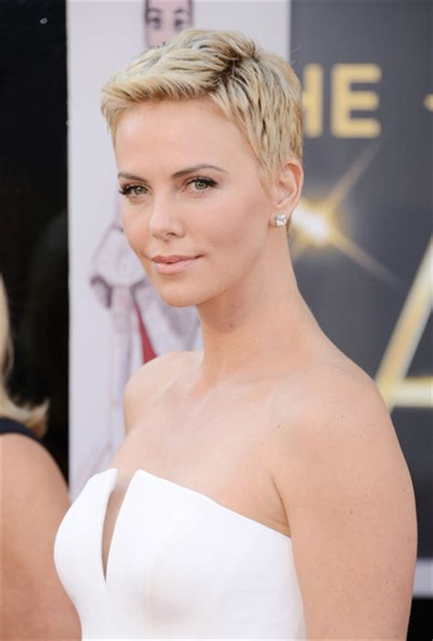 Whats Lipstick The Scoop On Charlize And Katharines Shades by More Pics Of Charlize Theron Pixie 1 Of 86 Pixie