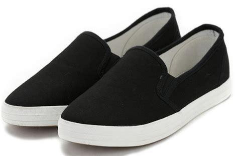 sepatuolahragaa black canvas shoe images