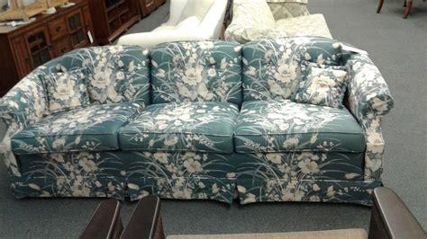 ethan allen floral print sofa ethan allen blue floral sofa delmarva furniture consignment