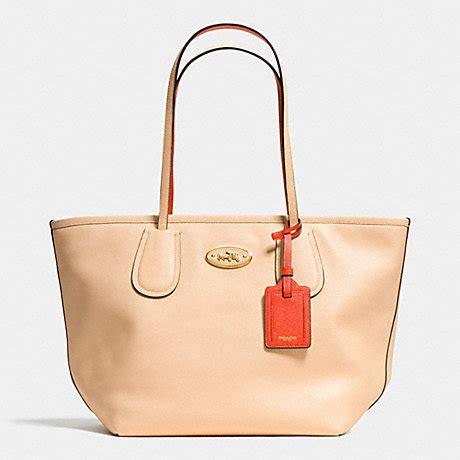 Coach Selempang 3tone 125 coach taxi zip top tote in two tone colorblock leather f34355 lidti coach handbags