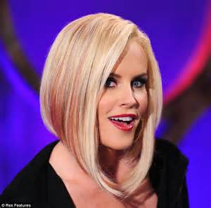 current pictures of jenny mccarthys hair jenny mccarthy sports long pink and blonde extensions just