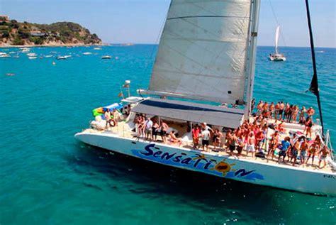 catamar 225 n barcelona despedidas absolute fiestas - Catamaran Barcelona Cumpleaños
