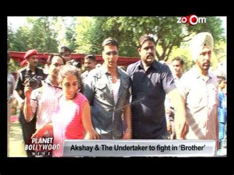 wwe star kane meets akshay kumar son aarav youtube wwe star kane meets akshay kumar son aarav funnydog tv