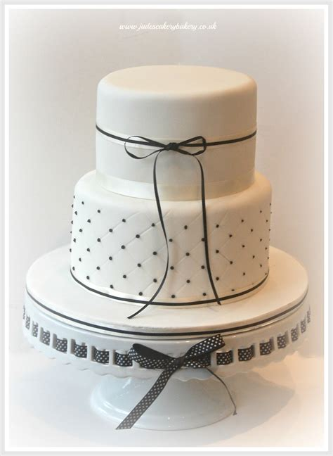 white 2 tier wedding cake pin by holstein on cakes wedding 2 tiers