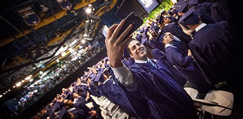 Fiu Corporate Mba Diploma by College Of Business Awards Nearly 1 000 Degrees At Fiu