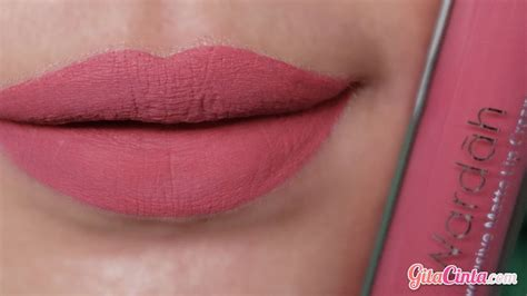 Wardah Lip No 4 til girly dengan olesan wardah lip nomor 8 pinkcredible gitacinta