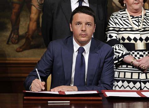 firma dell firma dell accordo per electrolux a palazzo chigi foto