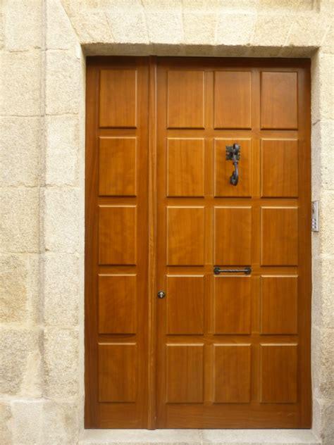 puerta de entrada madera puertas de entrada en coru 241 a vetta grupo carpinteria