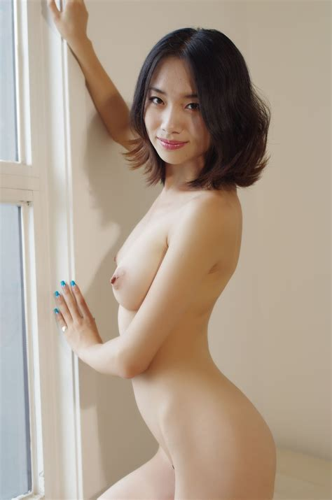Chinese Nude Model Strike A Few Poses With Her Full Size Boobs And Trimmed Pussy On Display