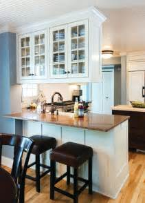 Kitchen peninsula with bar seating