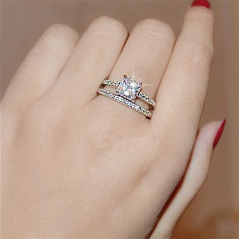 Wedding Ring On by Which Does A Wedding Ring Go On Jewelry Ideas