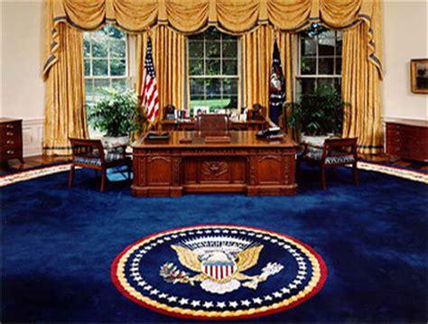 le bureau blanche le meuble du bureau ovale offert par la reine noblesse royaut 233 s