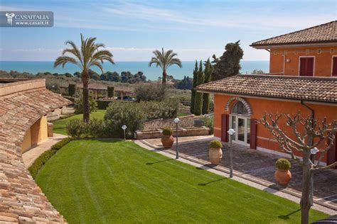 sul mare in vendita villa di lusso sul mare in vendita nelle marche
