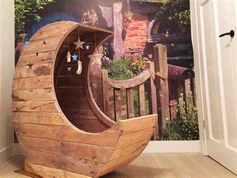 The Moon Cradle Www Lolleyweb - pallet tot wieg moon cradle from pallets
