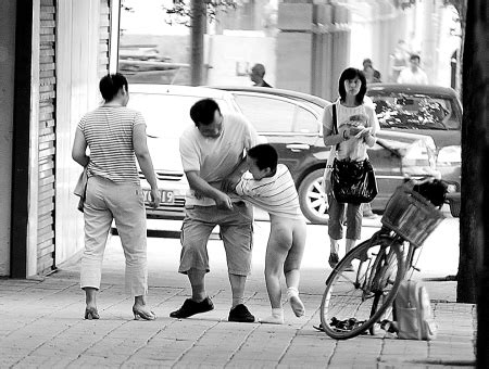 Chinaman Spanking His Son In The Streets Understanding China One Blog At A Time